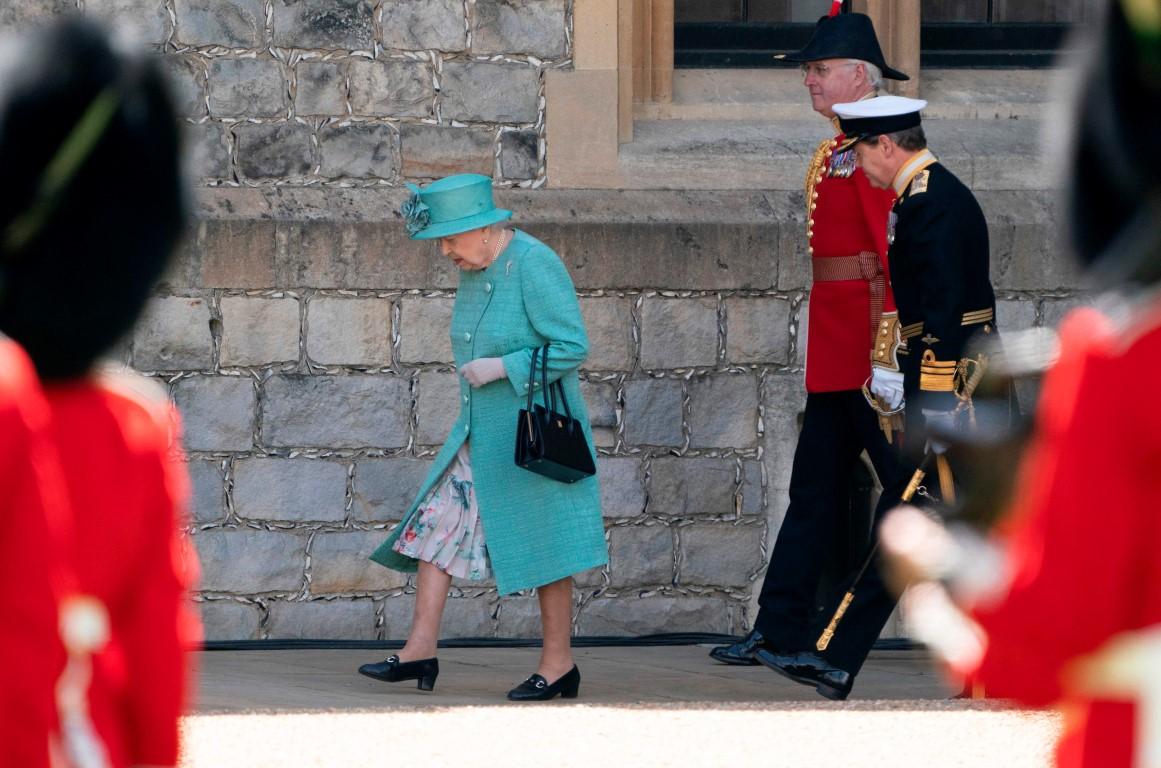 Kraliçe Elizabeth'e büyük şok! Kraliçe Elizabeth yalnız kaldı