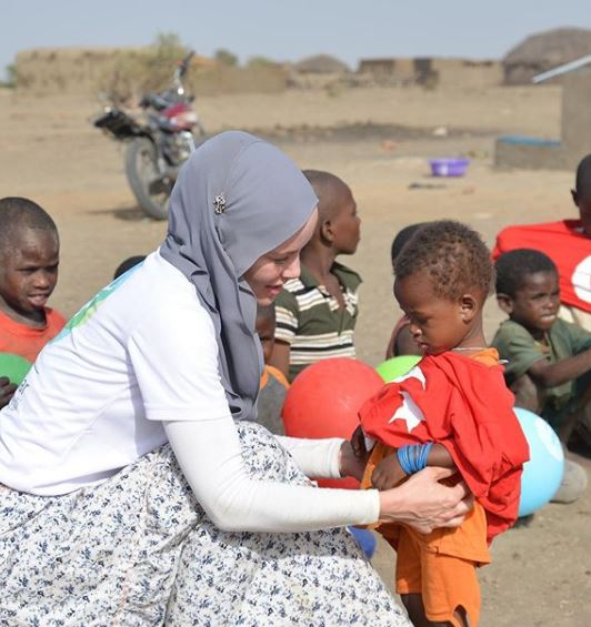 Gamze Özçelik'e Sınırsız İyilik Ödülü'! 'En büyük ödül Allah yoluna girmek'