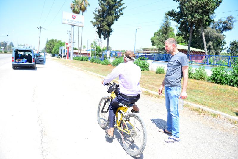 Bisikletten düşme numarasıyla vatandaşı dolandırdı
