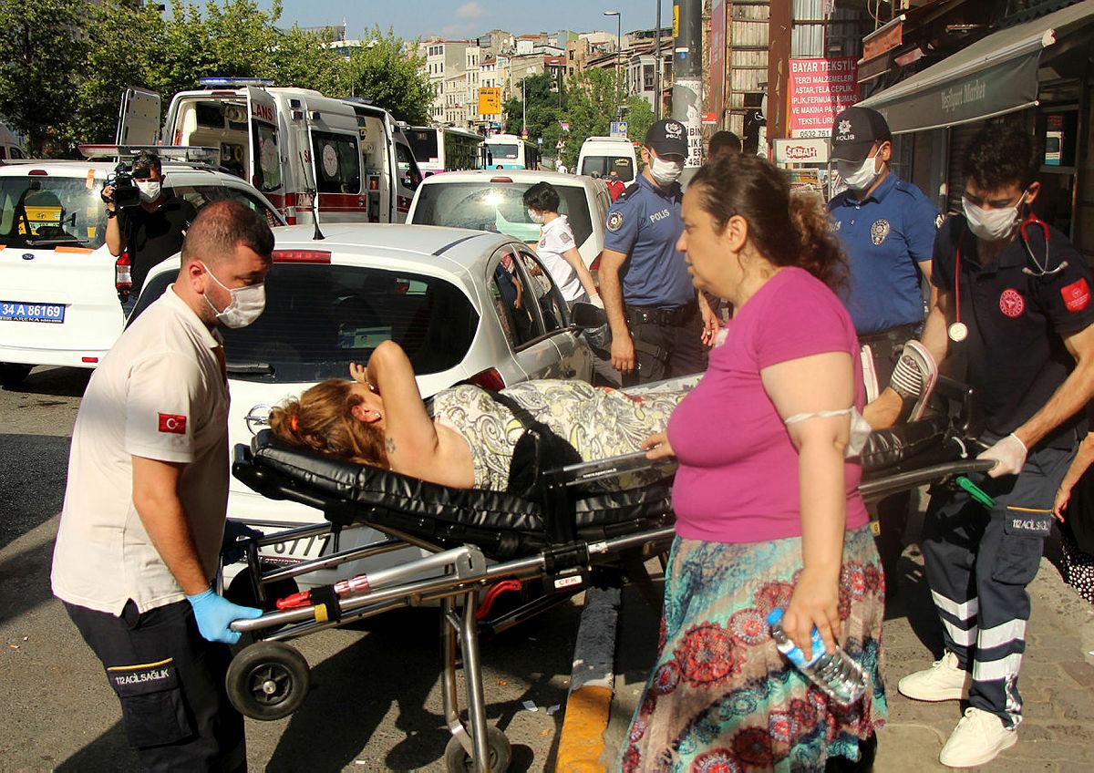 Emniyet Müdürlüğü önünde kadını silahla yaraladı - En Son Haber