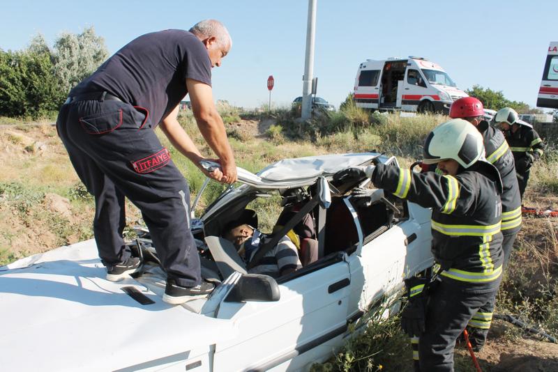 Son dakika: Aksaray'da kız istemeden dönen aile kaza yaptı:1 ölü, 4 yaralı