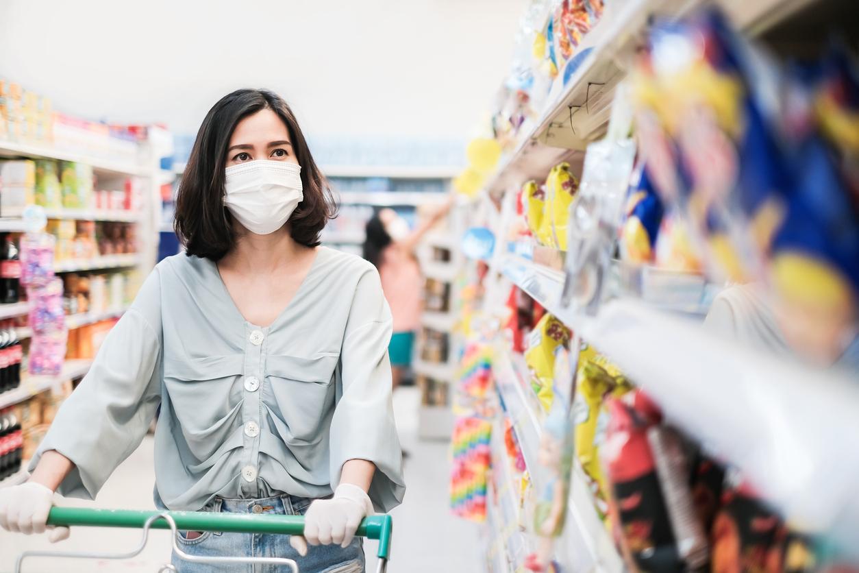 Sağlık Bakanlığı'ndan yeni önlemler! Market ve kuaförlerde...