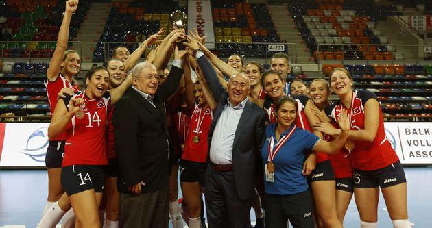 İlbank voleybolda Balkan şampiyonu