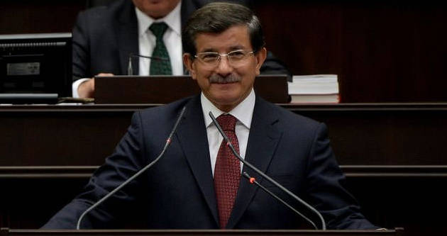"Davutoğlu'ndan ""bayrak"" tepkisi"