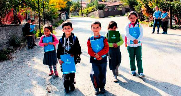 Köy çocuklarına kırtasiye desteği