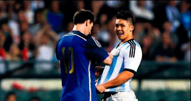 Messi'den Hong Kong'a hem gol hem imza