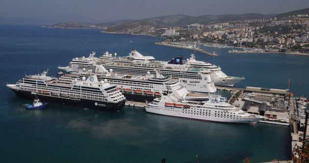 Kuşadası'na 6 gemiyle 15 bin turist geldi