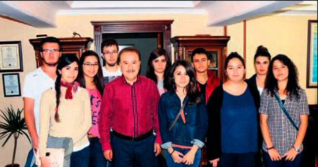 Üniversitelilerden Şahin'e sürpriz