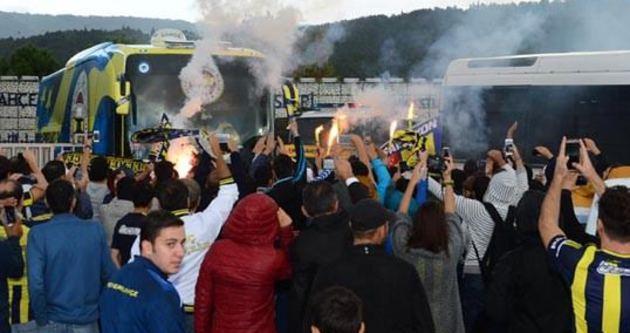 Fenerbahçe'ye havai fişekli saldırı