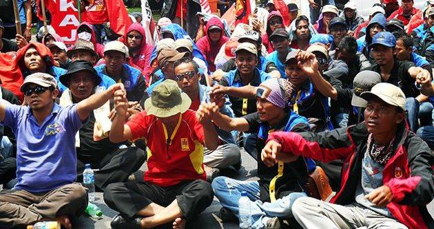 Endonezya'da 2 milyon işçi greve gitti