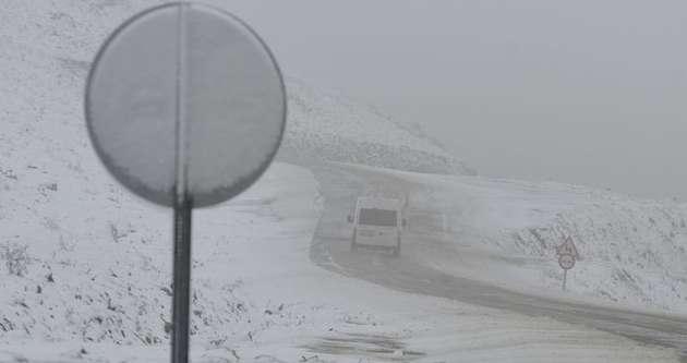 Kar yağışı trafiği olumsuz yönde etkiliyor