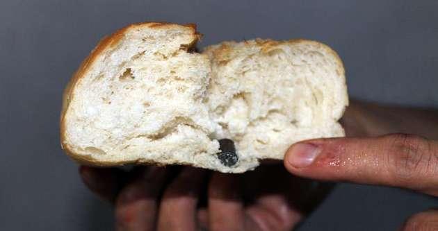 Ekmeğin içinden çıkan şok etti!
