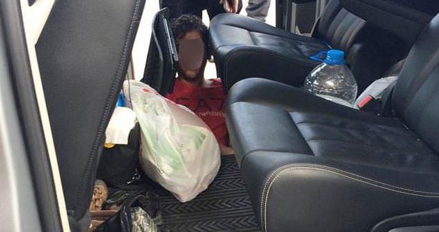 Otomobilin tabanından kaçak göçmen çıktı