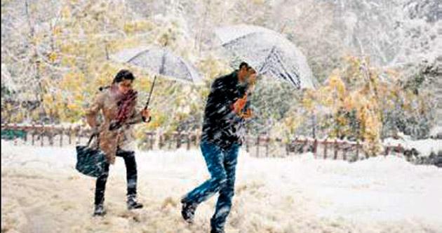 Doğu'da kar, köy yollarını kapattı