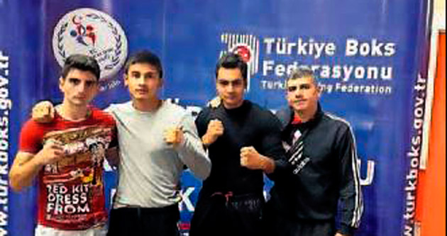 Antalyalı boksörler kürsüde
