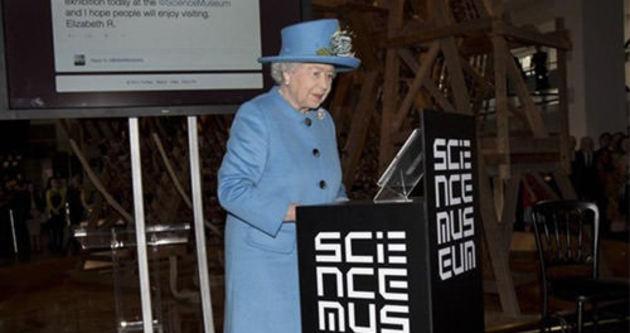 İngiltere Kraliçesi ilk tweet'ini attı