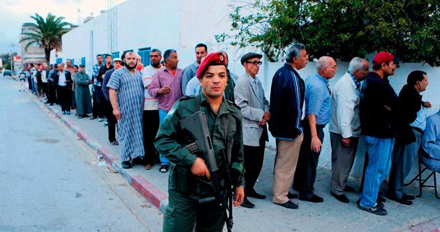 Tunus halkı ilk sınavı geçti