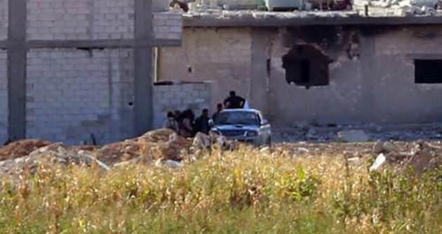 Kobani'de yaralananlar Türkiye sınırına taşındı
