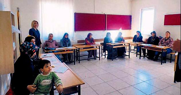 Korkuteli'de aile eğitimi başladı