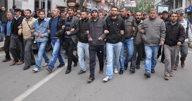 Soma'da bir grup maden işçisinden protesto