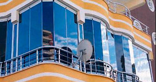 Cam balkon sistemlerinde estetik ve konfor sunuyor
