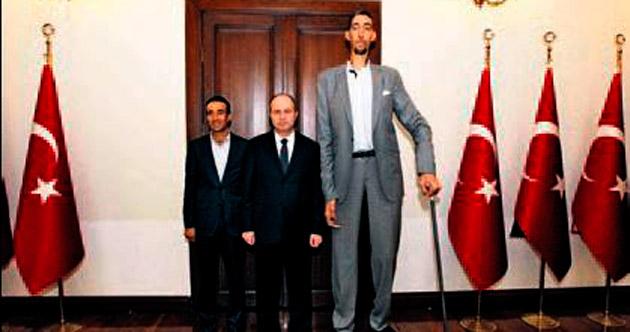 En Uzun Adam Vali'yi ziyaret etti