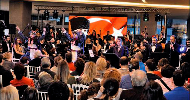 AVM'de Cumhuriyet konseri