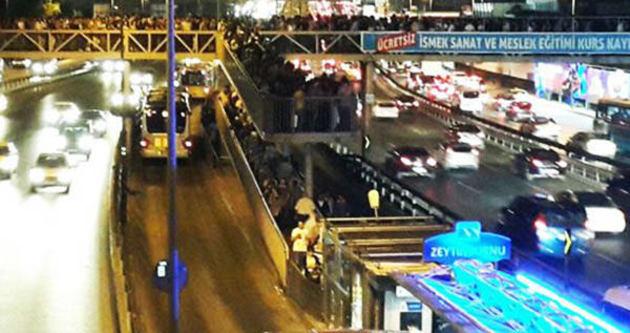 Zeytinburnu metrobüs yolunda feci kaza