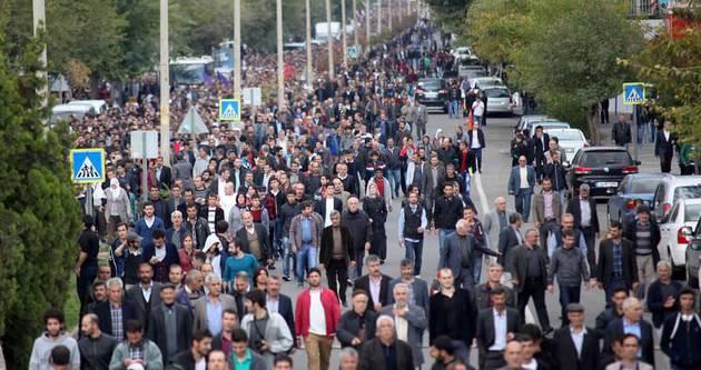Diyarbakır'da 'sakin' Kobani yürüyüşü