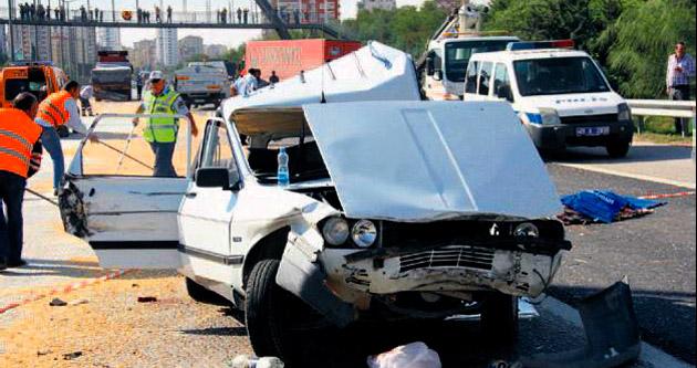 TIR, otomobile arkadan çarptı: 1 ölü, 7 yaralı