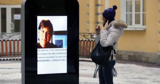 Steve Jobs'ın anıtını söktüler!