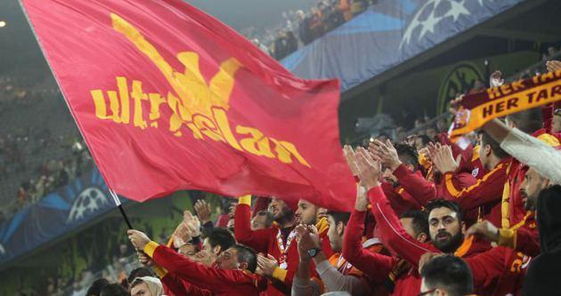 Galatasaray taraftarından tehdit gibi pankart