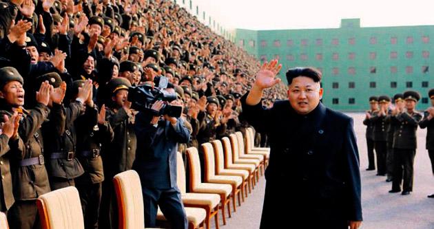 Kim Jong-un bastonu attı