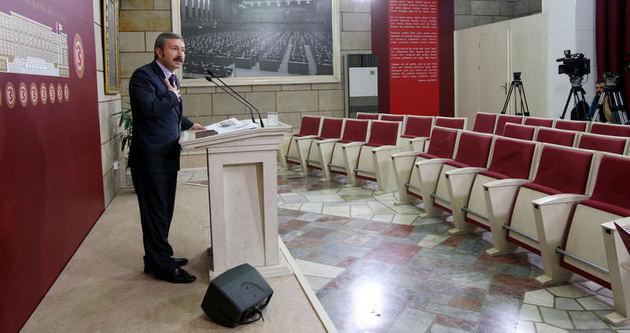 İdris Bal boş koltuklara konuştu