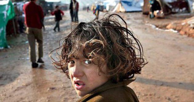 IŞİD şimdi de okulları kapattı