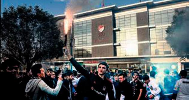 Taraftar TFF'yi protesto etti!