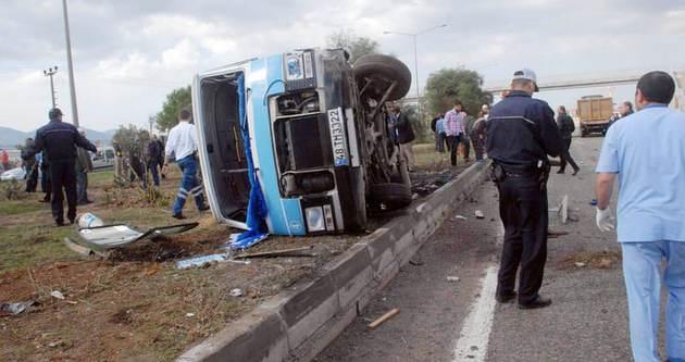 Muğla'da minibüsle kamyon çarpıştı: 2 ölü