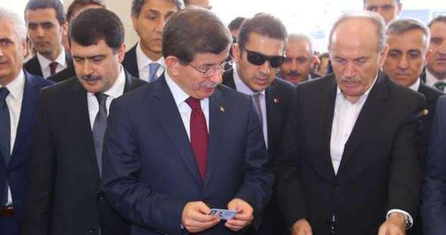 Davutoğlu metroya ücretini ödeyip bindi