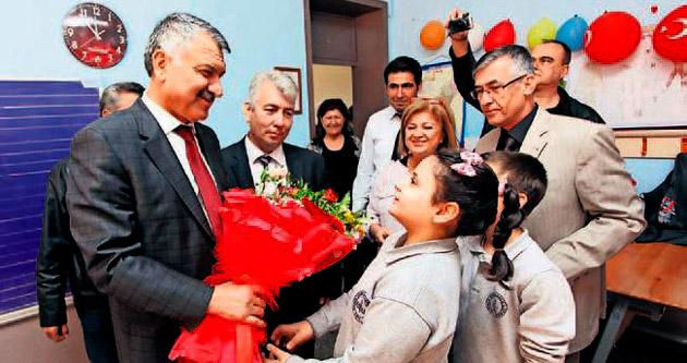 Karalar'dan çocuklara 'Atatürk' portreli tişört