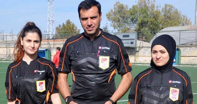 Türkiye'nin ilk başörtülü futbol hakemi