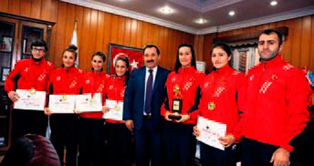 Etimesgutlu kızlar Balkan şampiyonu