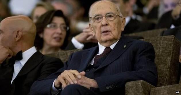 Napolitano'dan ayrılık işareti
