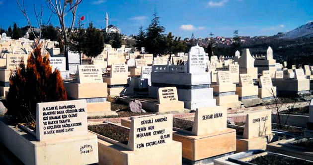 Karşıyaka'da 'aile bloke mezar ücretleri' indirildi