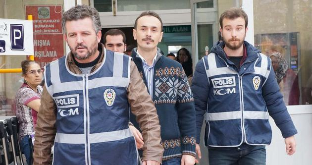 Gözaltındaki polisler adliyeye sevk edildi