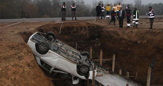 Otomobil menfeze uçtu: 3 ölü