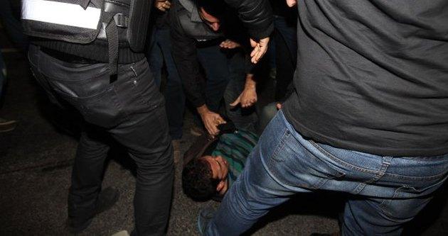 Milli maç çıkışı gazetecilire saldırı