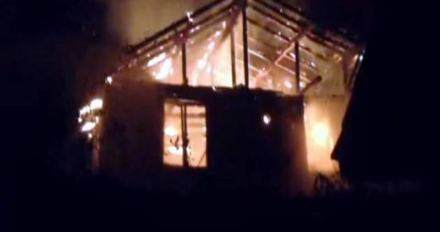 Madenci yetimlerinin evi yandı!