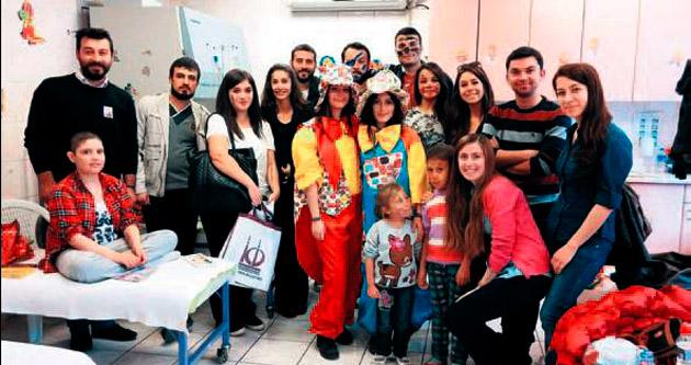 Lösemili çocukların gülen yüzü 'gönüllüler'
