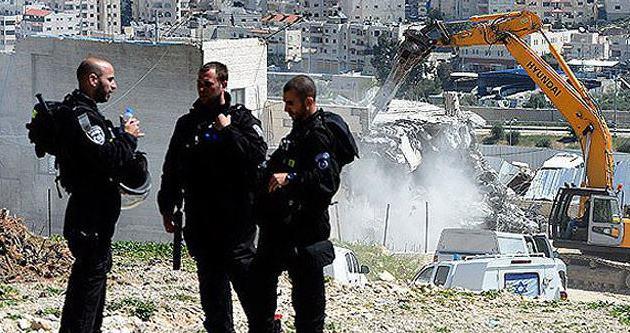 İsrail, Filistinlinin evini yıktı