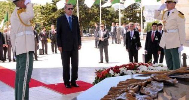 Erdoğan Cezayir'de şehitler abidesini ziyaret etti